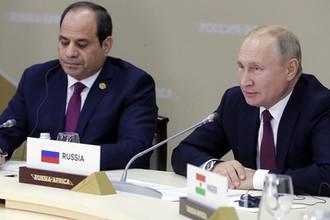 Президент России Владимир Путин и президент Арабской республики Египет Абдель Фаттах ас-Сиси во время рабочего завтрака с руководителями региональных организаций Африки на полях саммита «Россия- Африка», 23 октября 2019 год