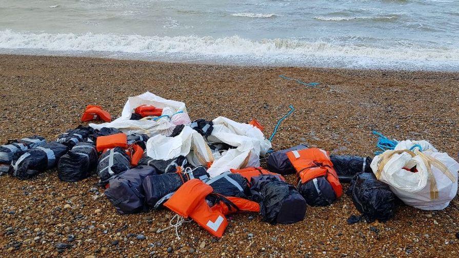 На английском пляже нашли почти тонну кокаина