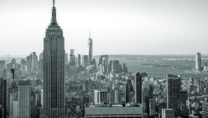 Вид с высоты птичьего полета на Манхэттен на закате, Нью-Йорк, США