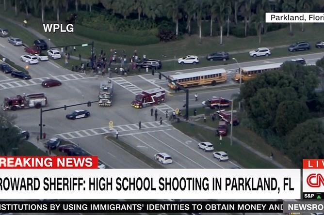 Ситуация у школы в городе Паркленд во Флориде, где произошла стрельба, 14 февраля 2018 года