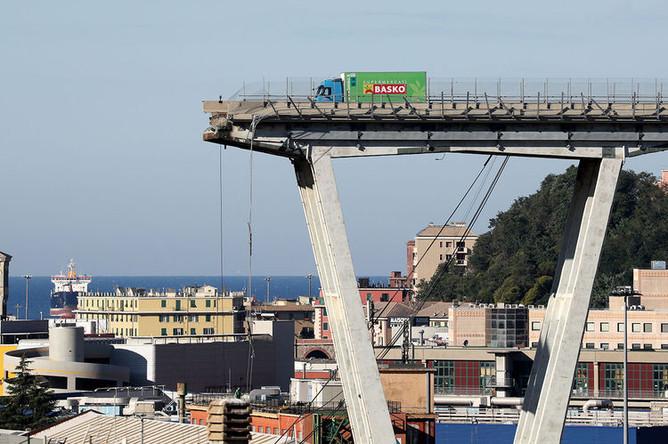 Последствия обрушения моста в Генуе, 14 августа 2018 года