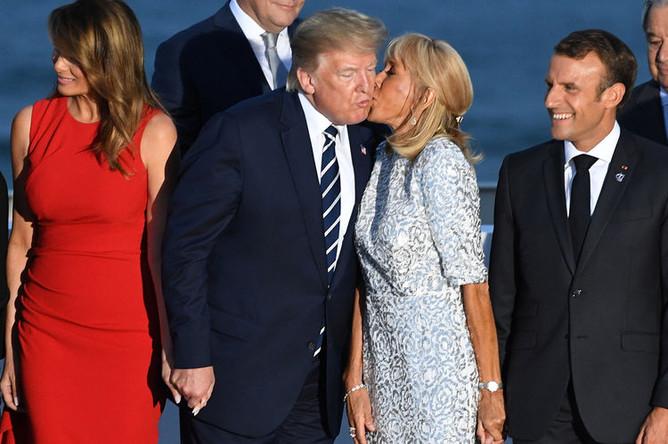 Первая леди США Меланья Трамп, президент США Дональд Трамп, первая леди Франции Брижит Макрон и президент Франции Эммануэль Макрон на саммите G7, 25 августа 2019 года