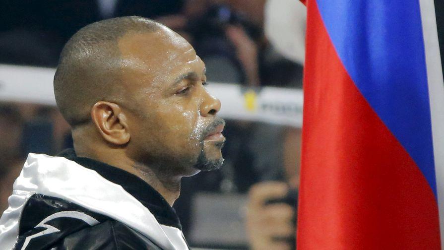 Боксер Рой Джонс-младший, получивший вэтом году российское гражданство, потерпел поражение от британца Энцо Маккаринелли вбою, который проходил наарене «ВТБ Ледовый дворец» вМоскве