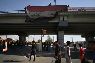 Флаг Ирака на мосту в Киркуке, 16 октября 2017 года