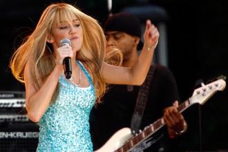Майли Сайрус во время концерта ABC Good Morning America в Нью-Йорке, 2007 год