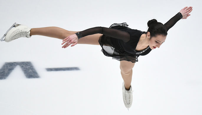 Полина Цурская выступает в произвольной программе женского одиночного катания на чемпионате России...