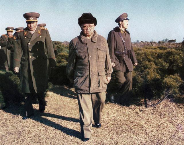 Ким Чен Ир в военной части, 1995 год