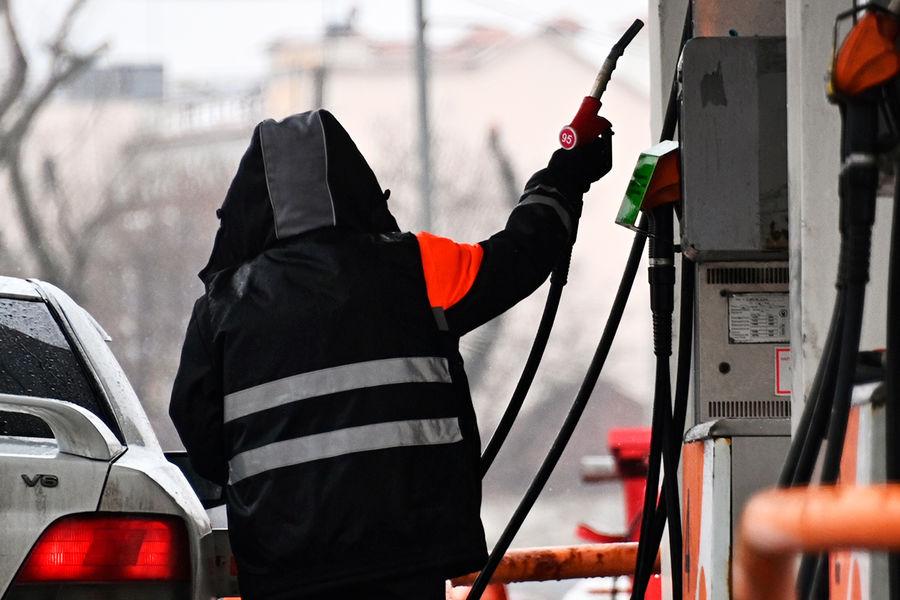Цены на бензин обновляют рекорды второй день подряд