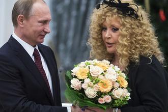 Президент России Владимир Путин и певица Алла Пугачева