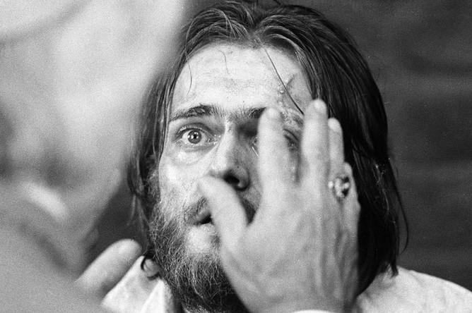 Актер Андрей Харитонов в сцене из фильма «Овод» (режиссер Николай Мащенко), 1979 год