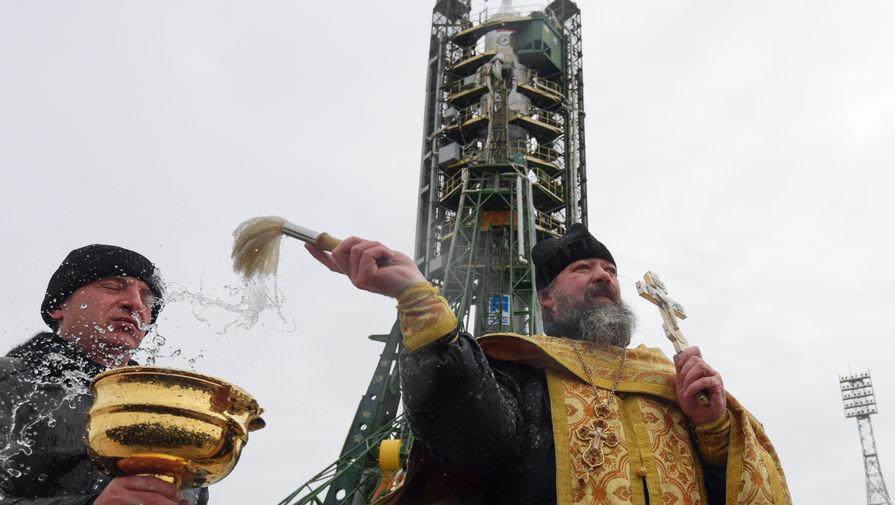 В РПЦ намерены отказаться от освящения оружия