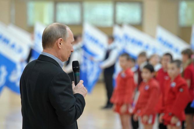 Путин на выступлении перед учащимися во время открытия нового дворца спорта