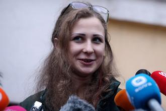 Амнистированная участница группы Pussy Riot Мария Алехина во время встречи с журналистами у здания Комитета против пыток