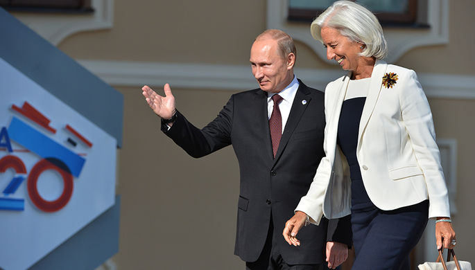 Президент России Владимир Путин и директор-распорядитель Международного валютного фонда (МВФ)...