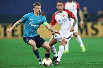 Олег Шатов (слева) в одном из последних своих матчей за «Зенит» против македонского «Вардара»