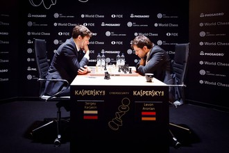 Сергей Карякин и Левон Аронян во время партии на турнире претендентов