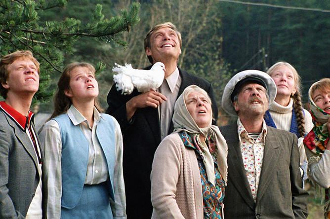 Кадр из фильма «Любовь и голуби» (1984)