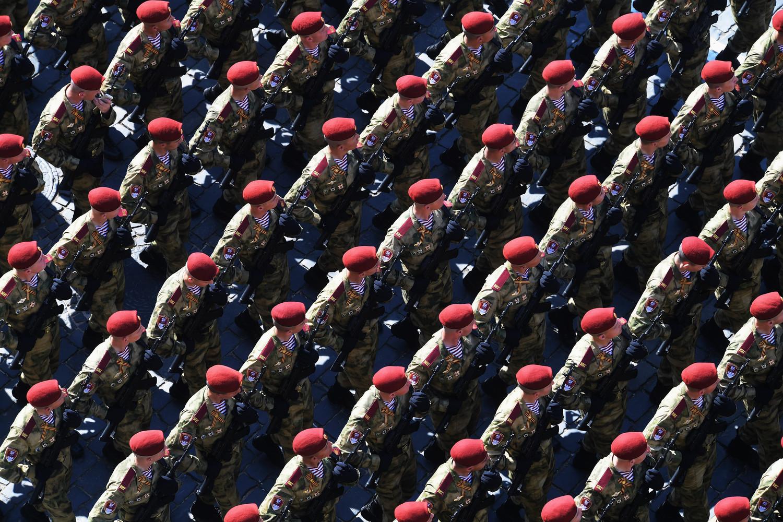 Военнослужащие войск Национальной гвардии России во время генеральной репетиции военного парада Победы, 7 мая 2019 года