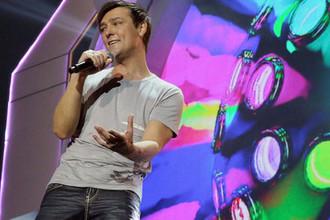 Юра Шатунов во время выступления на девяятом международном фестивале «Легенды Ретро FM», в СК «Олимпийский», 2014 год