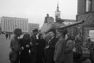 Советские танкисты в Таллине, 22 сентября 1944 года