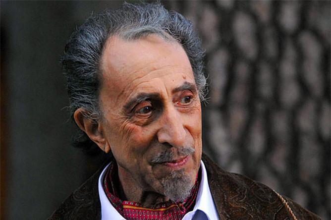 Рутберг родился в 1932 году и ни в какой театр не собирался — он поступил в Московский энергетический институт и даже закончил его по специальности «электроэнергетика»