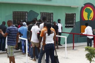 Очередь за билетами на матчи Кубка африканских наций в Экваториальной Гвинее