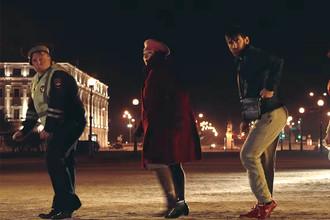 Кадр из клипа «В Питере пить» группы «Ленинград»