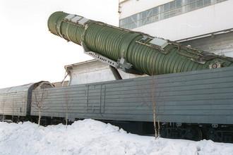 Подьем пусковой установки межконтинентальной баллистической ракеты на твердом топливе РС-22В/СС- 24 «Скальпель» на БЖРК