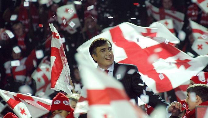 Кандидат в президенты Грузии Михаил Саакашвили во время митинга в Тбилиси, январь 2008 года