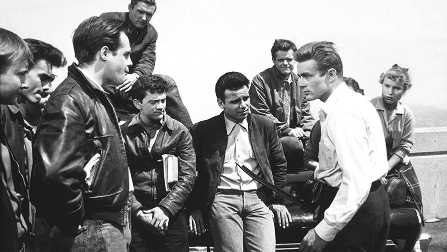 Кадр из фильма «Бунтарь без причины» (1955)