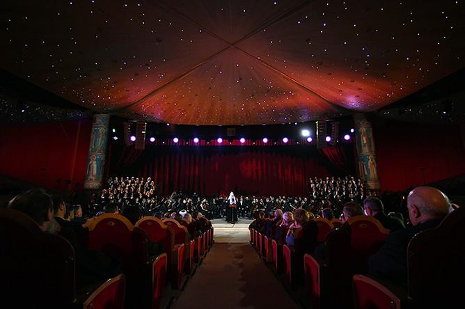 Патриарх Московский и всея Руси Кирилл выступает на концерте в зале церковных соборов храма Христа Спасителя по случаю празднования своего юбилея