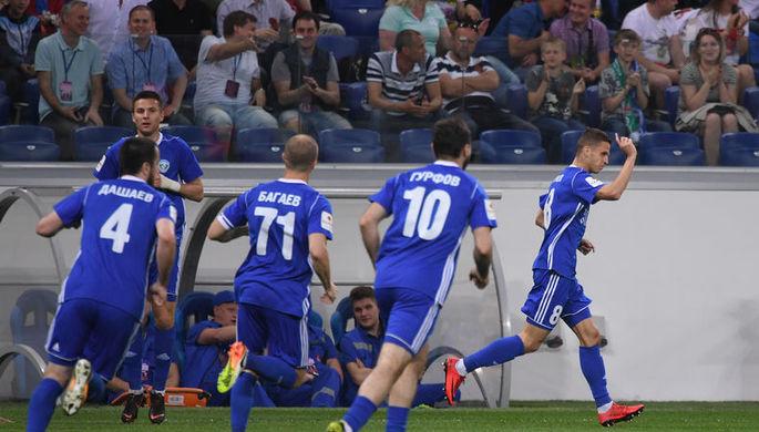 Игроки «Авангарда» радуются голу в ворота «Тосно»