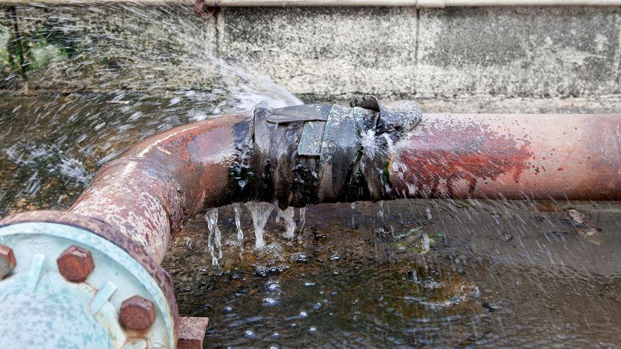 В Киеве взорвались трубы после подачи горячей воды