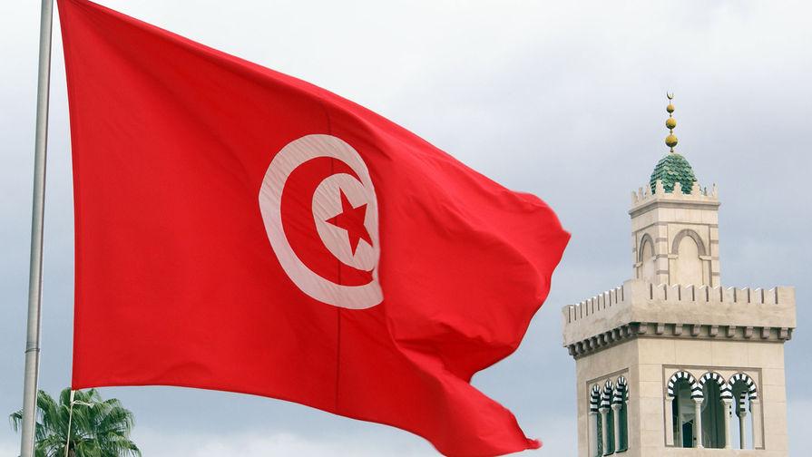 Президент Туниса уволил премьера и распустил парламент