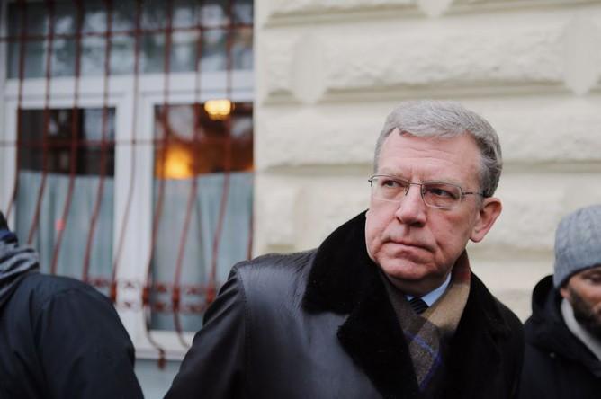 Глава Счетной палаты Алексей Кудрин у Центрального дома журналиста, где проходит церемония прощания с Людмилой Алексеевой, 11 декабря 2018 года