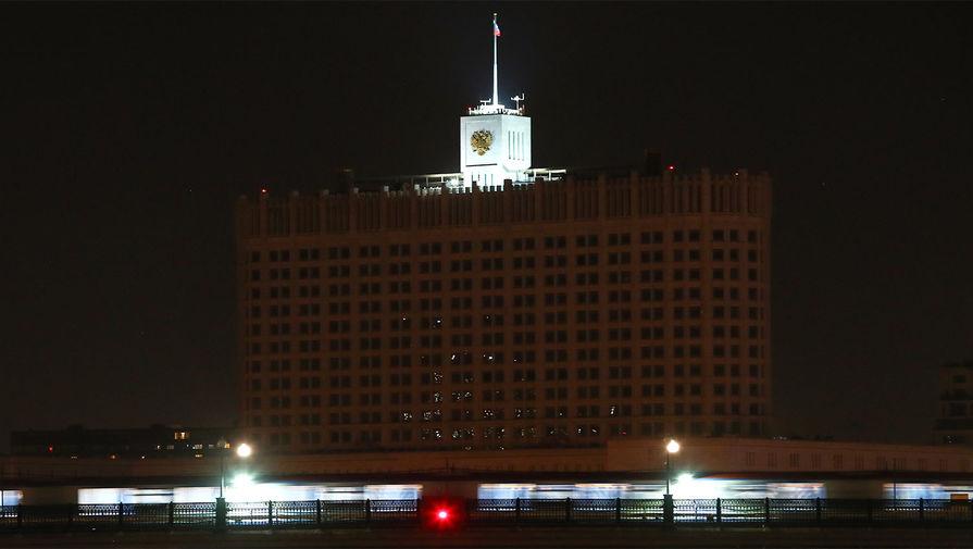 Вид на Дом правительства РФ после отключения подсветки в рамках экологической акции «Час Земли»