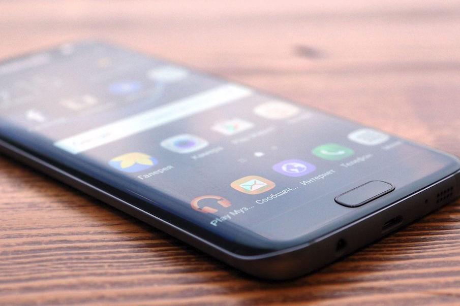 Благодаря появлению в линейке классических цветов смартфон выглядит гораздо более строго