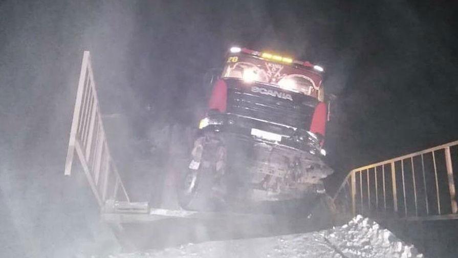 Около обрушившегося моста под Иркутском восстановлено движение