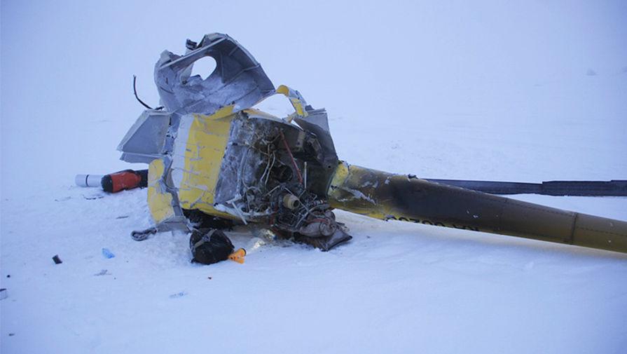 Обломки вертолета Robinson в районе острова Белый в Ямало-Ненецком автономном округе, 18 апреля 2016 года