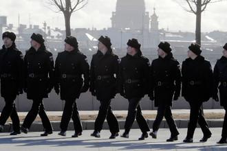 Офицеры флота во время подготовки к параду на День Победы на набережной Невы в Санкт-Петербурге, 24 марта 2017 года
