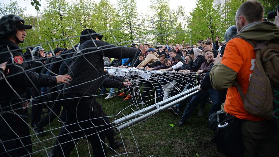 Трех человек госпитализировали на акции протеста против храма в Екатеринбурге