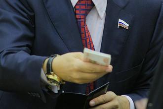 Владимир Путин повысил зарплату депутатов до 253 тысяч рублей в месяц