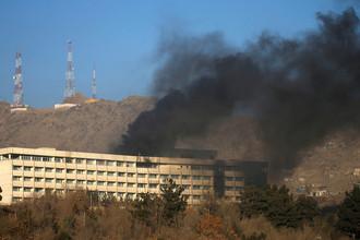 Дым над отелем «Интерконтиненталь» в Кабуле, Афганистан, 21 января 2018