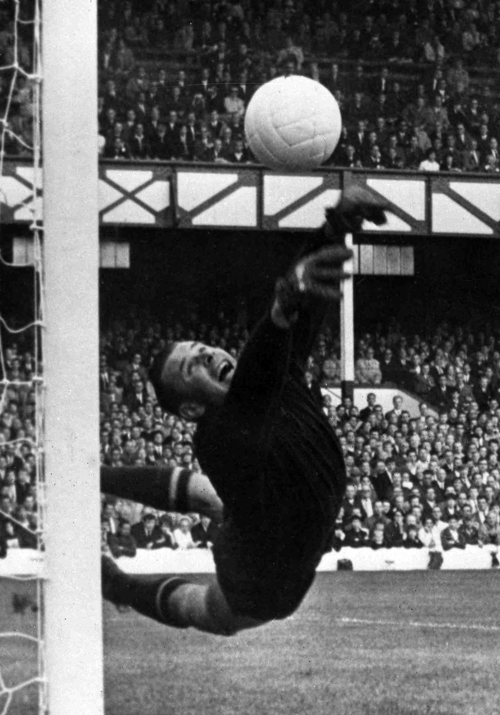 Лев Яшин во время во время матча полуфинала Чемпионата мира по футболу между СССР и ФРГ в Ливерпуле, 1966 год
