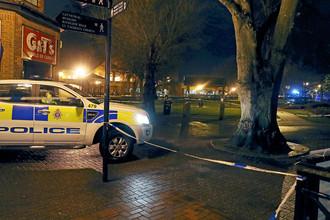 Полицейское оцепление около торгового центра в британском Солсбери после инцидента с бывшим российским разведчиком Сергеем Скрипалем, 5 марта 2018 года