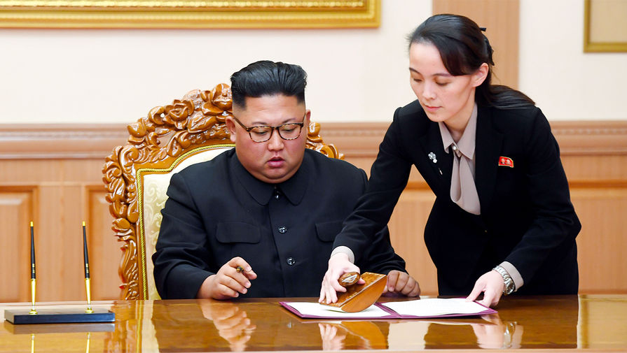 Лидер КНДР Ким Чен Ын передал часть полномочий своей младшей сестре
