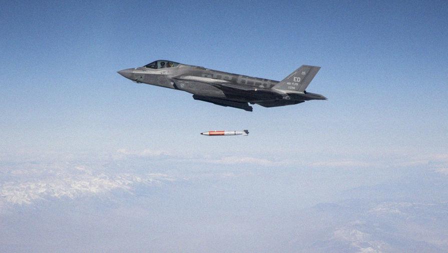 Новые бомбы: США сделали ядерным самолет F-35