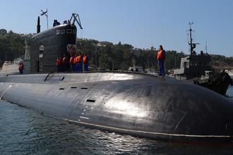 Четвертая дизельная подводная лодка Черноморского флота РФ «Краснодар» проекта 636 «Варшавянка», Севастополь. 9 августа 2017