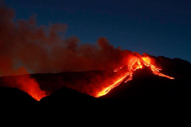 Извержение вулкана Этна на Сицилии, 16 февраля 2021 года