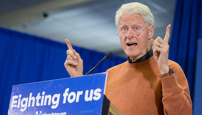 Бывший президент Билл Клинтон на одном из мероприятий президентской кампании своей жены Хиллари...